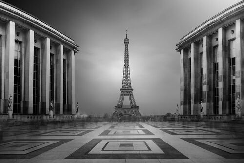 Rediscover the world's most beautiful cities dressed in black and white.