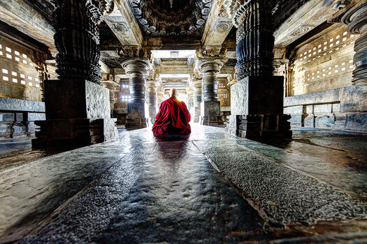Photo MOINE TIBETAIN EN MEDITATION - Matthieu Ricard