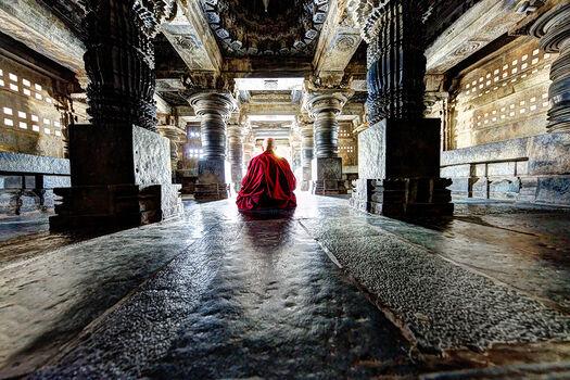 Photo MOINE TIBETAIN EN MEDITATION - Matthieu Ricard