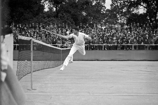 Photo JEAN BOROTRA AU FILET, 1924 - SPORTS PRESSE