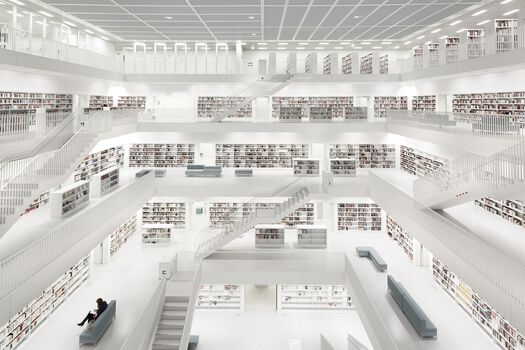 Photo Bibliothek Stuttgart with Woman - Bernhard Hartmann