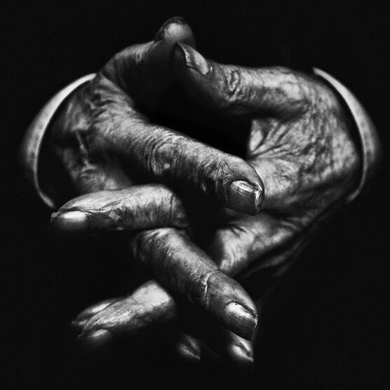 Photo Hands V - Lee Jeffries