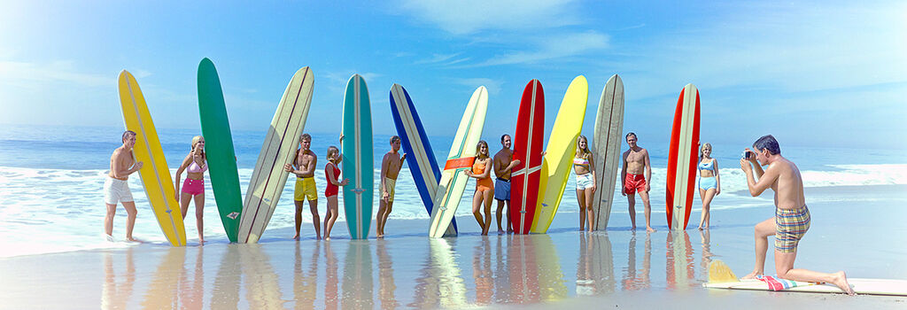 Photo SURFERS AND SURFBOARDS 1966 - Colorama