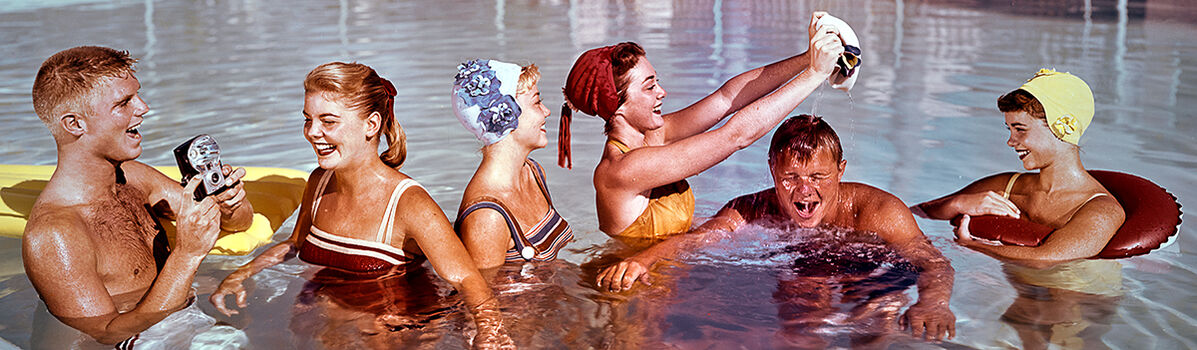 Photo POOL PARTY 1958 - Colorama