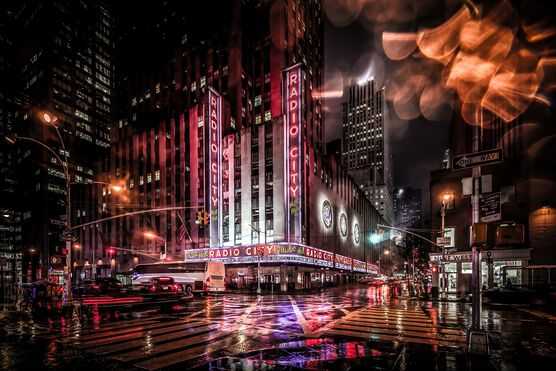 Photo NYC Radio City Sign Manhattan - Bernhard Hartmann