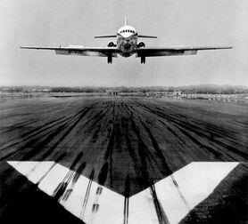 Photo Atterrissage caravelle - Jean Dieuzaide