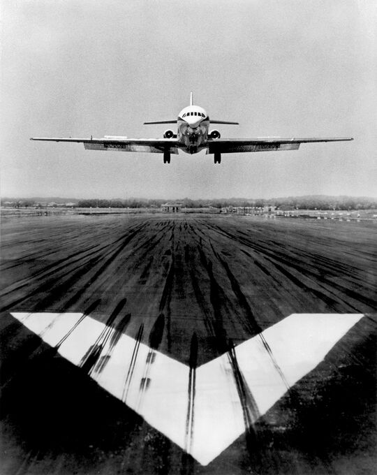 Photo Atterrissage caravelle - Jean Dieuzaide