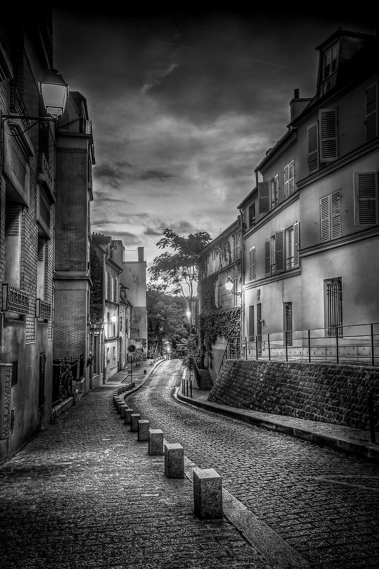 Photograph Montmartre Serge Ramelli 183 Yellowkorner
