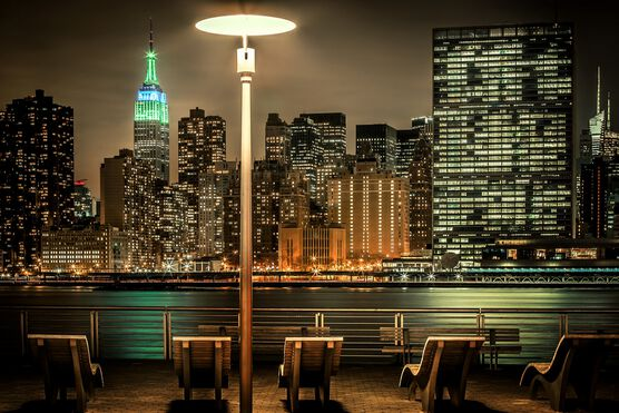 Photo NYC East River with Empire State - Bernhard Hartmann