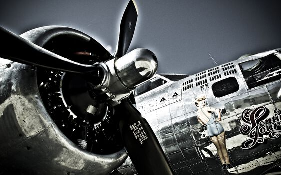 Photo Flying Pin Up - Olivier Lavielle