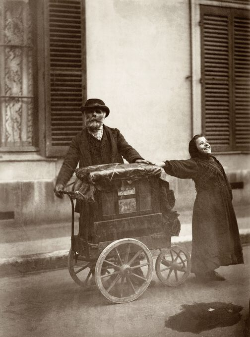 Photo JOUEUR D'ORGUE À PARIS, 1898 - Eugène Atget