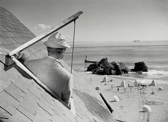 Photo M. Hulot sous les toits de l'hôtel de la plage - Jacques Tati