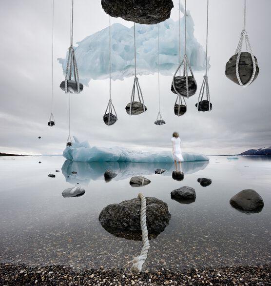 Photo The Stone - Alastair Magnaldo