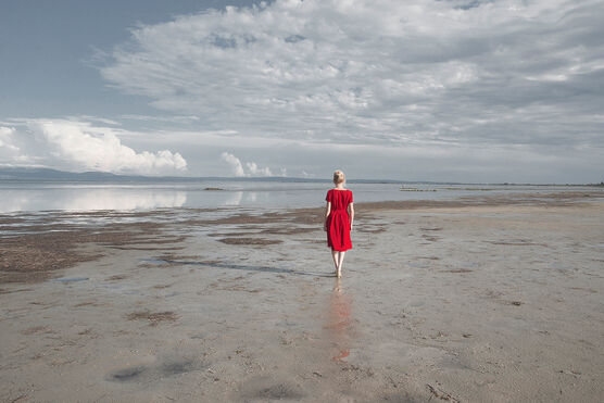 Photo THE RED DRESS - CRISTINA CORAL