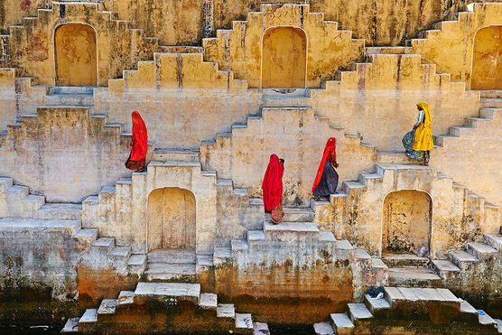 Photo WOMAN IN THE STAIRS - Tuul et Bruno Morandi
