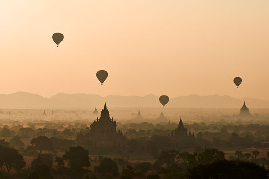 Photo MORNING IN BAGAN - Tuul et Bruno Morandi