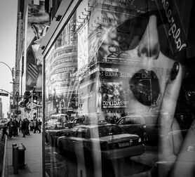 Photo Times Square Reflection - Guillaume Gaudet