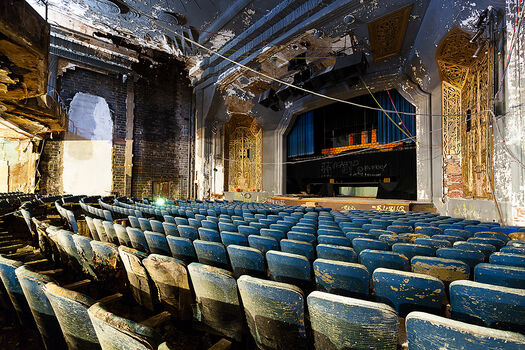 Photo UPTOWN THEATRE - Matt  Lambros