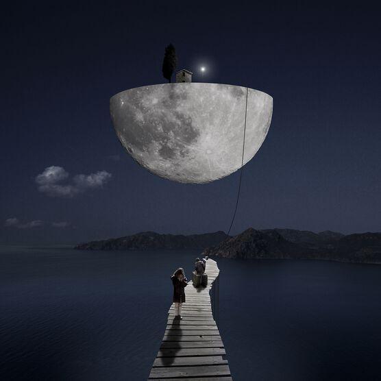 Photo The Dark Side of the Moon - Alastair Magnaldo