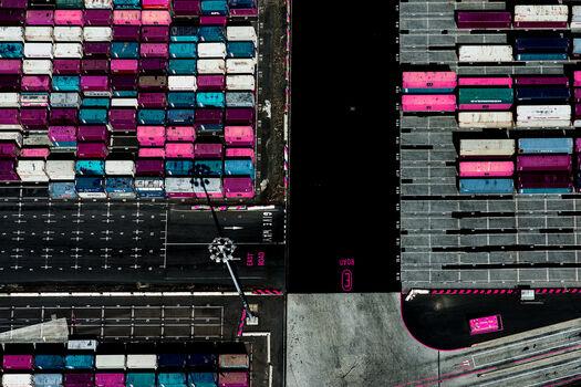 Photo Pink Cargo - Kate Ballis