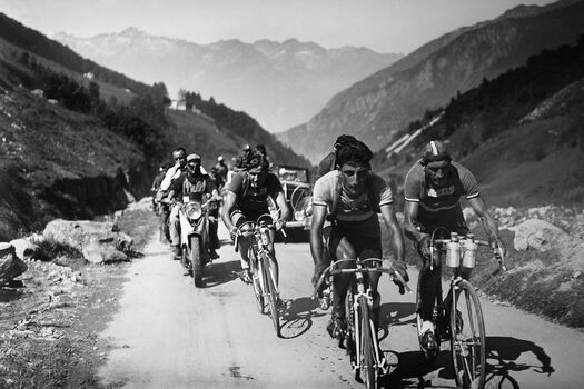Photo CYCLISTS ON THE TOUR DE France - GAMMA AGENCY