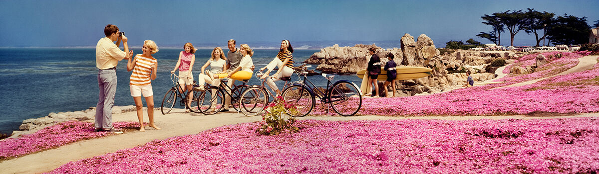 Photo TEENAGERS WITH BICYCLES 1968 - Colorama