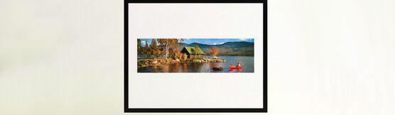 Photo LAKESIDE COTTAGE AND CANOE 1968 - Colorama