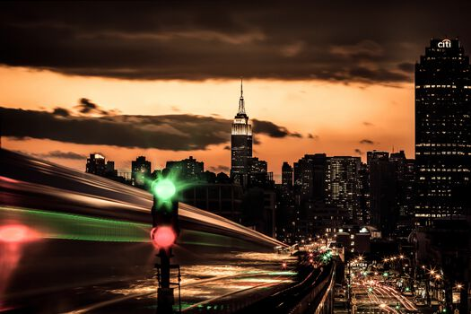Photo NYC Williamsburg Subway - Bernhard Hartmann