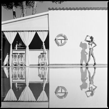 Photo WOMAN AT THE POOL - Pujan Radoslaw