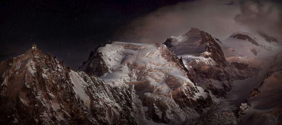 Nocturne au massif du Mont-Blanc