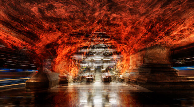 Photo STOCKHOLM - RADHUSET STATION IN FIRE - Laurent Dequick
