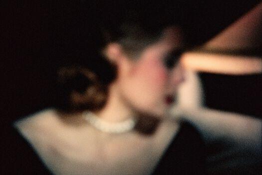 Photo Grace Kelly la main au collet - François Fontaine