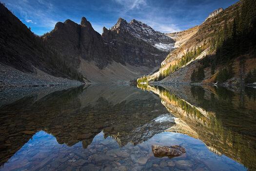 Photo Symmetrical Solitude - Adam Burton