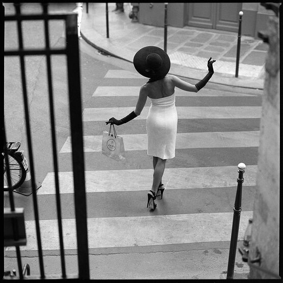 Photo PARISIENNE ON THE CROSSING - Pujan Radoslaw