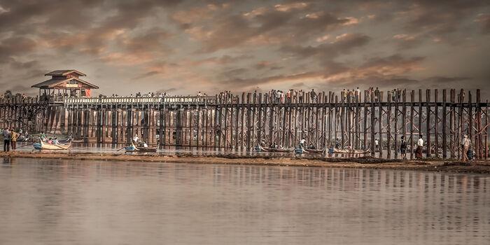 Photo THE LAST SUNSET FROM U-PAIN BRIDGE MANDALAY - ARTHUR FARACHE SAUVEGRAIN
