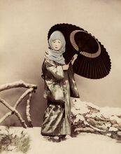 Femme japonaise en costume d'hiver