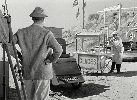 Photo Monsieur Hulot, les glaces et la guimauve - Jacques Tati