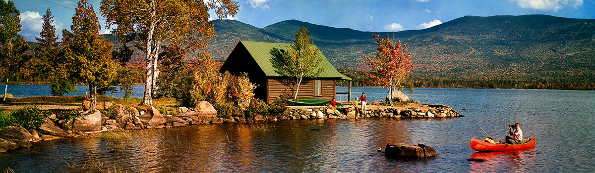 Photo LAKESIDE COTTAGE AND CANOE 1968 - Colorama