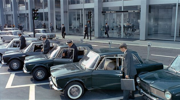 Photo Les automates et leur automobile - Jacques Tati