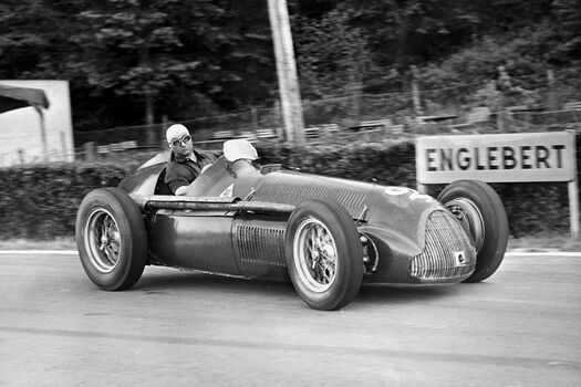 Photo JUAN FANGIO AU GRAND PRIX DE VITESSE DE FRANCORCHAMPS 1951 - GAMMA AGENCY